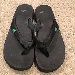Sanuk Black Flip Flops Size 8